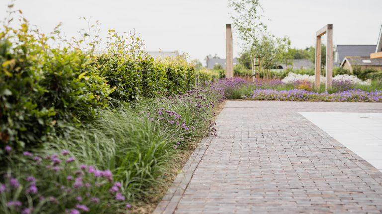 strak landelijk tuin bestrating
